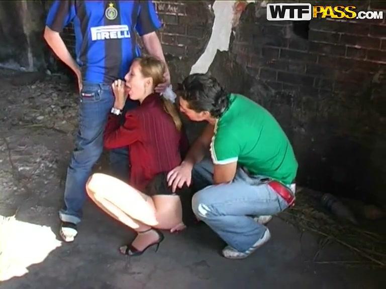 Порно в пикаперы заброшенном доме